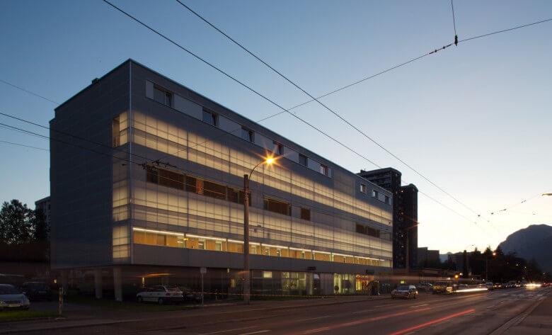 Sch tzenstra e housing innsbruck dina4 architektur for Architektur innsbruck